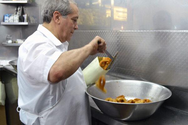 Manuel San Román making churros, photo by Paula Mourenza