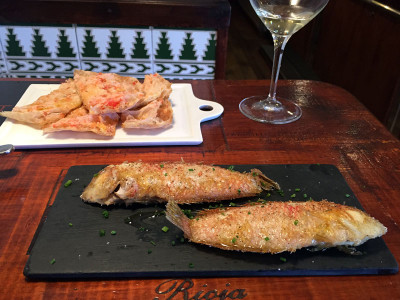Els Tres Porquets' loritos and sardine coca, photo by Paula Mourenza