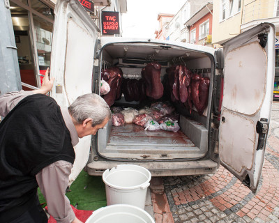Liver delivery in Edirne, photo by Theodore Charles