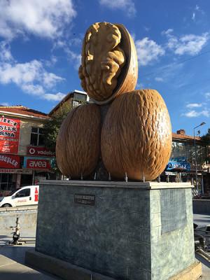 cb_ist_Kaman_walnut_statue_lp_final2