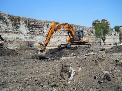 An excavator destroys a garden along the Theodosian Walls, photo by Jennifer Hattam