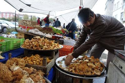 Mushrooms at İnebolu Pazarı, photo by Ansel Mullins
