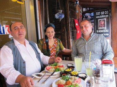 Muhammed Caferoğlu, Nur Nurani and Tamer Çolak at Mantık Mantı, photo by Idil Meşe