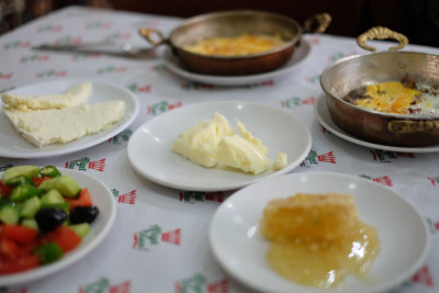 Breakfast at Yılmaz Tandır Evi, photo by Paul Osterlund