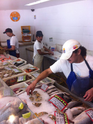 Fishermen's market at Posto 6 in Copacabana, photo by Juarez Becoza