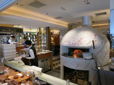 Café Sakura's wood-fired oven, photo by Fran Kuzui